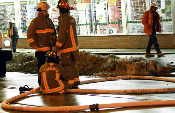 Gas leak on Queen St. W. shuts down street for hours