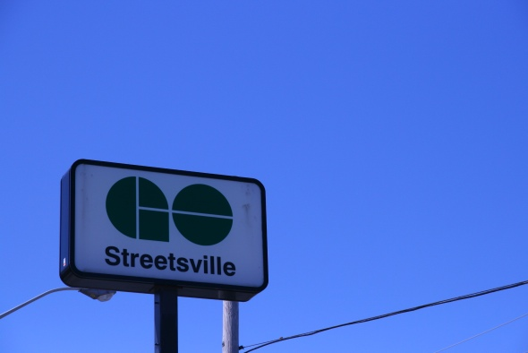 Go train station Streetsville