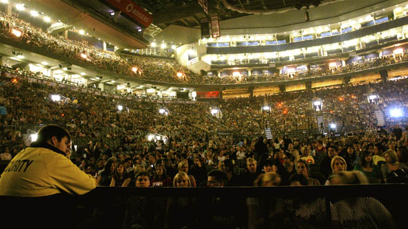 fans at the No Doubt concert at the ACC in Toronto