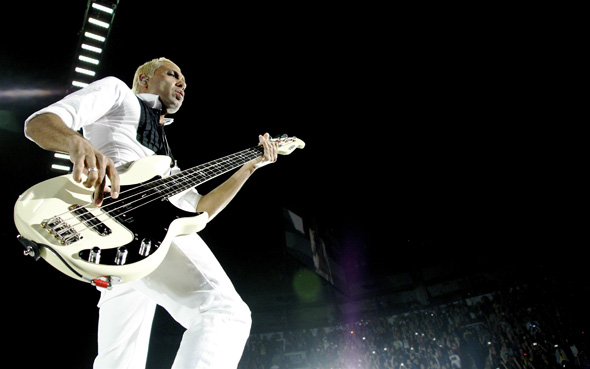 Bassist Tony Kanal of No Doubt