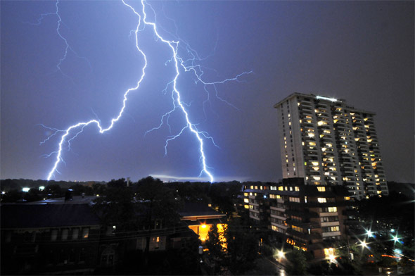 Amazing lightning show over toronto for Pool show toronto