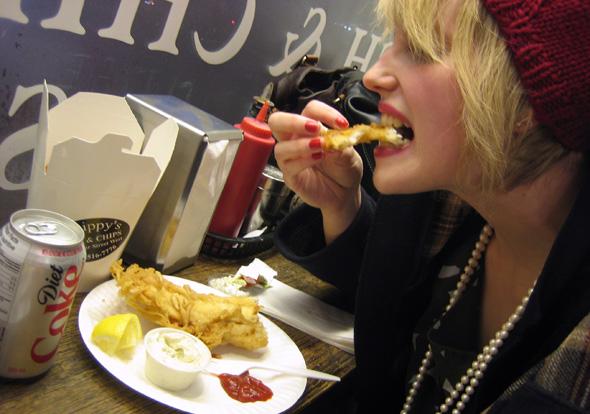 20100308-teambuy-eating-sml.jpg
