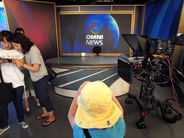 Omni News anchor desk