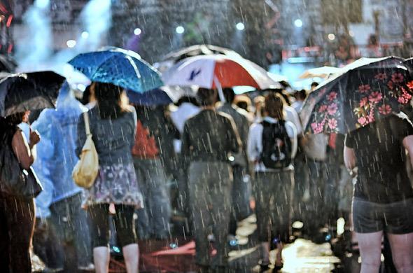 20100916-rain_chewie_crowd.jpg