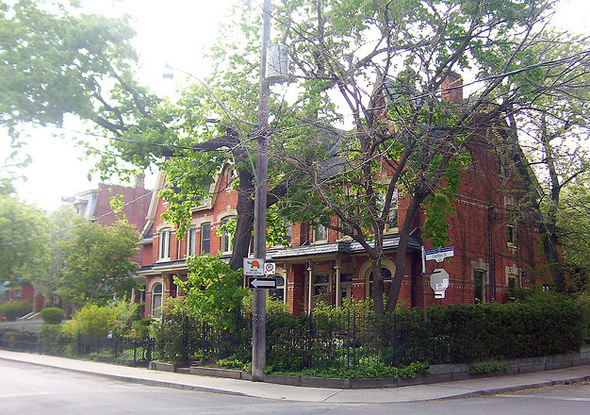 Toronto, Cabbagetown, Don Vale, Carlton Street, Victorian architecture, gentrification, urban renewal, 2009