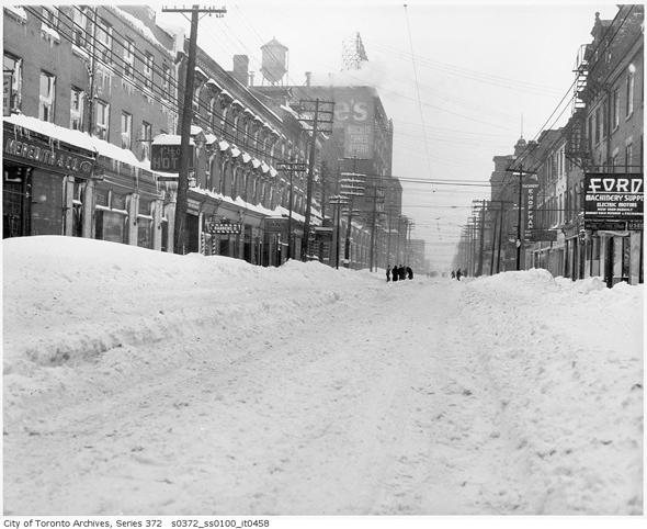 Toronto, snowstorm, December 11-12 1944