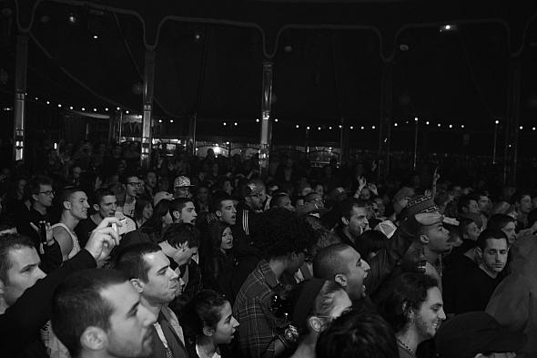 20101217-crowd01.jpg