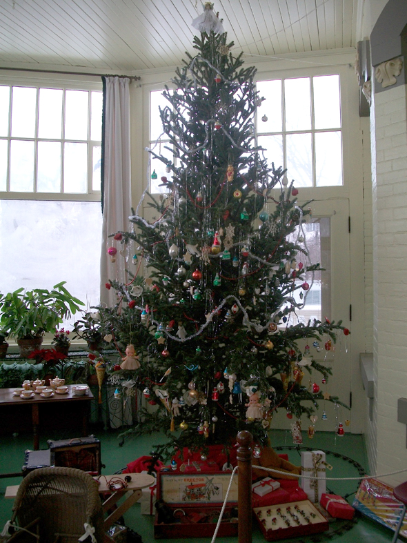 Toronto, 1920s, Christmas, the Austins, Spadina Museum: Historic House and Gardens, Palm Room, Christmas tree 2010
