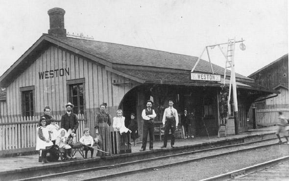 20101227-1900-Weston,_Ontario,_GTR_train_station_--_1900.jpg