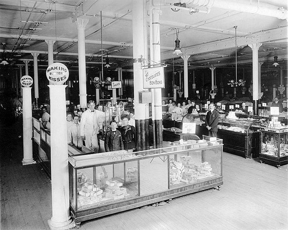 20101227-1904-Candy_department_Eaton's_Toronto.jpg
