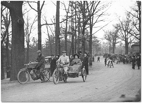 20101227-1904-Motorcycles_in_High_Park.jpg