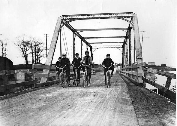 20101227-1907-Cycling_in_Mimico.jpg