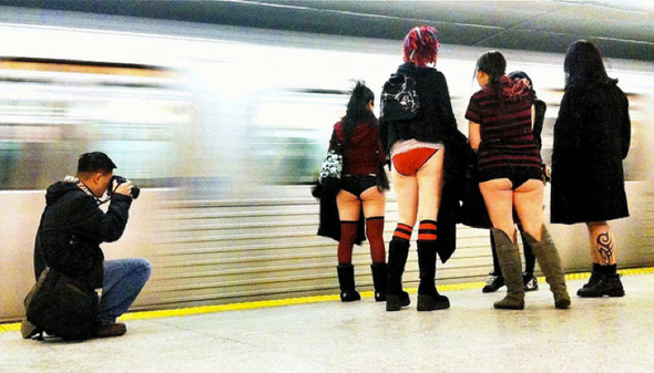 20110110-no_pants_photog_allan.jpg