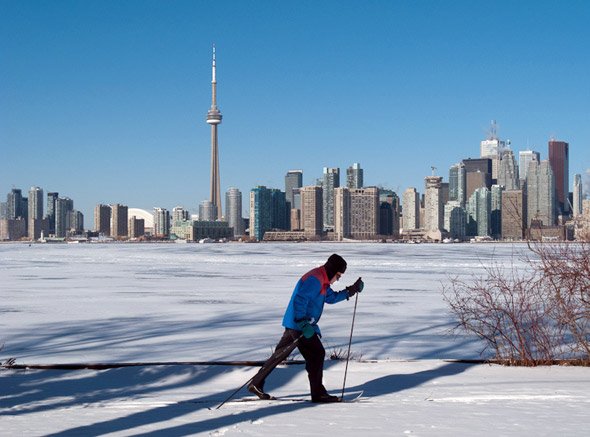 Toronto skyline winter skiing