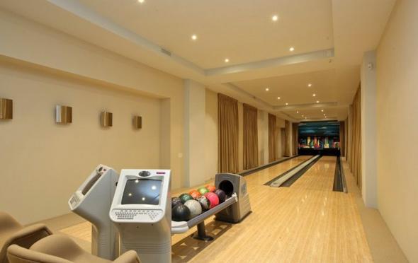 201114-bowling.jpg