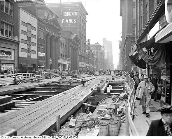 20101214-1949_Toronto_TTC_YongeSubwayConstruction1towardsQueen.jpg