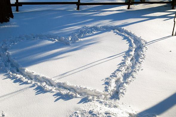 2011210-snow-heart.jpg