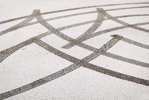 2011210-snow_tracks.jpg