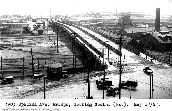 201124-Aerial_view_of_Spadina_bridge_at_Front_1927-5-27.jpg