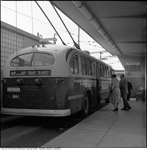 2011318-eglinto-bus-1961-s0648_fl0091_id0002.jpg