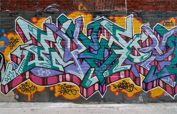 2011320-749Queen.jpg