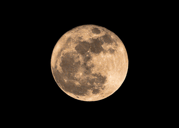 2011320-supermoon-bi-yellow.jpg