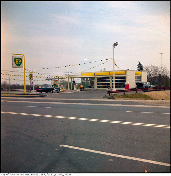 Low Gas Prices >> This is what gas stations used to look like in Toronto