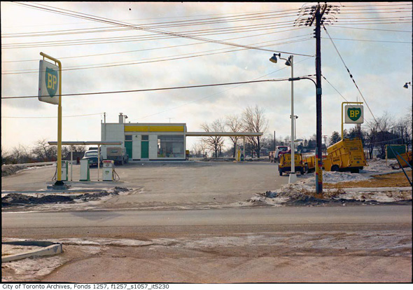 Low Gas Prices >> What gas stations used to look like in Toronto