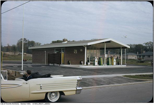 2011326-gas-fins-1960s.jpg
