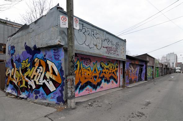 Graffiti Queen West