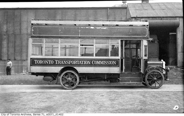 2011513-Double-decker-bus-1922.jpg