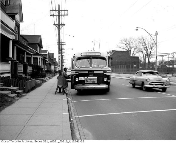 2011513-bus-ossington-1950s.jpg