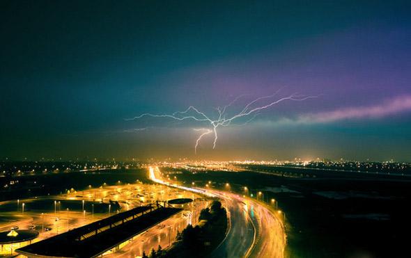 2011528-lightning-tomms.jpg