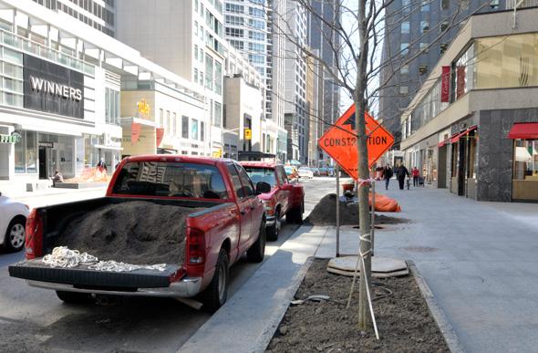 201155-bloor-tree-truck.jpg
