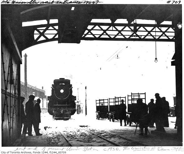 2011615-train-entering-new-union-1930-f1244_it0709.jpg
