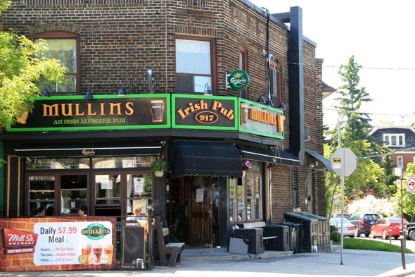 Mullins Irish Pub Toronto