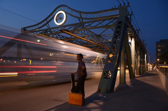 light, streaks, streetcar