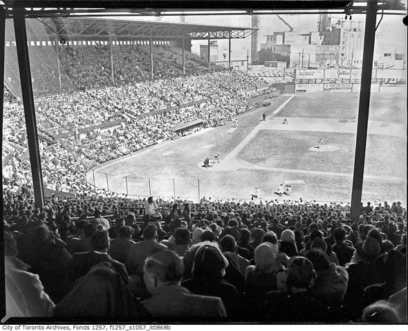 2011713-maple-leaf-stadium-before-1980-f1257_s1057_it0868b.jpg