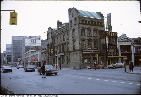 201191-CIBC-yonge-bloor-1960s-f0124_fl0002_id0110.jpg