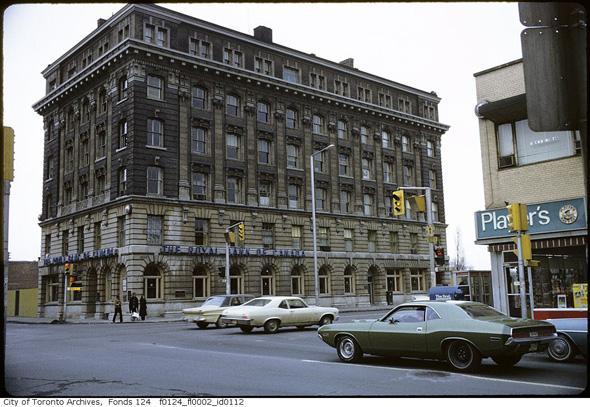201191-Royal-Bank-yonge-bloor-1970s-f0124_fl0002_id0112.jpg