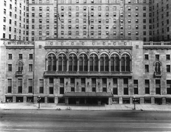 20100822-1929-Front_of_Royal_York_Hotel.jpg