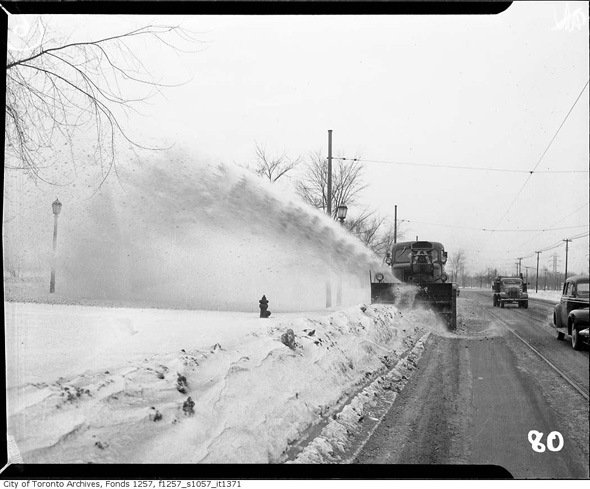 2012113-snow-blower-1940s-f1257_s1057_it1371.jpg