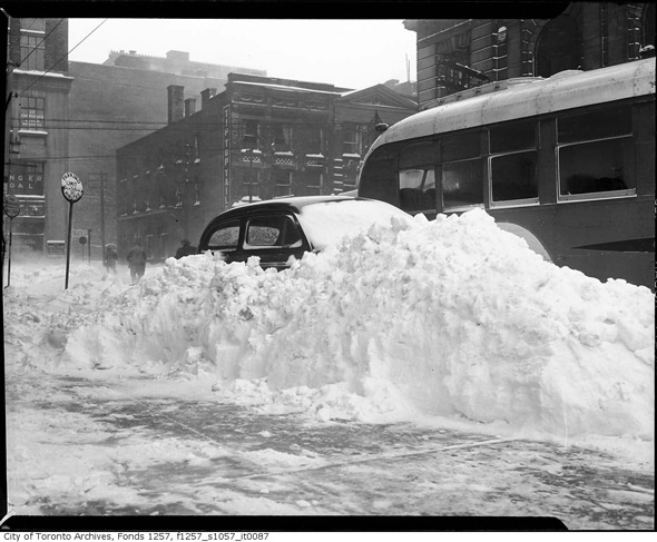 2012113-snow-car-1944-f1257_s1057_it0087.jpg