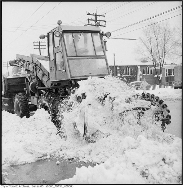 2012113-snow-removal-1965-s0065_fl0157_it0006b.jpg
