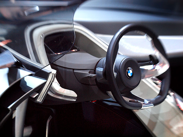 BMW Vision ConnectedDrive wheel and dash