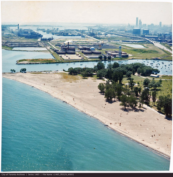 2012224-portlands-aerial-1975-woodbine-beach-s1465_fl0329_it0001.jpg