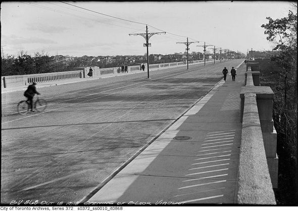 2012322-cyclist-viaduct-1918.jpg