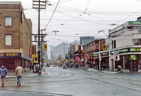 2011114-90s_chinatown-dundas.jpg