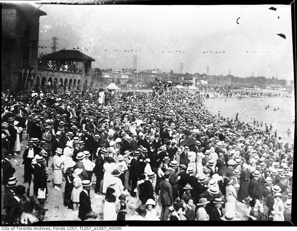 2012417-crowd-sunnyside-1930s-f1257_s1057_it0090.jpg