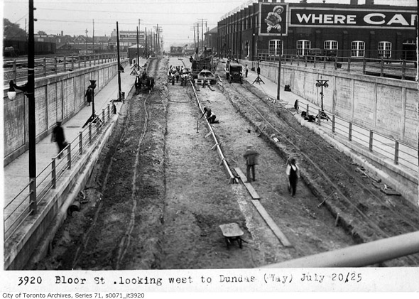 201252-bloor-west-to-dundas-1925.jpg